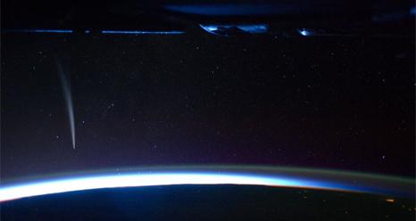 613036main_iss-comet-466